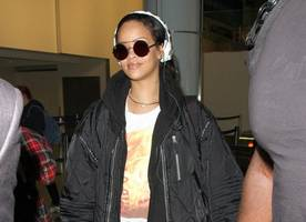 rihanna sparks pregnancy speculations
