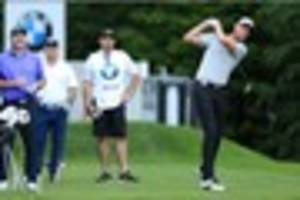 stuart broad handles the pressure as michael lumb caddies for him...