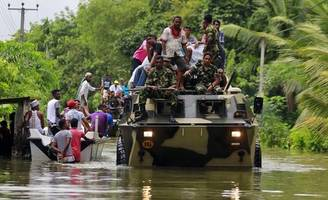Death Toll From Sri Lanka's Floods Rises To 164, Aid Pours In