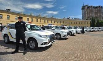 ukrainian police welcomes 635 examples of the mitsubishi outlander phev