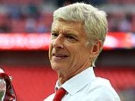 arsene wenger staying at arsenal after agreeing new deal
