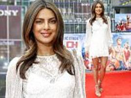 priyanka chopra wows at berlin premiere of baywatch movie
