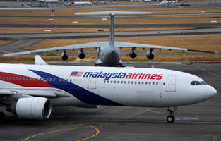 malaysia airlines plane returns to australia following a bomb threat; flight crews created for helping tackling the suspect