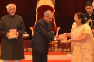 smt. sumitra mahajan released 'mann ki baat' - a social revolution on radio by shri narendra modi and presented the first copies to shri pranab mukherjee