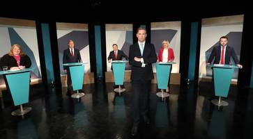 dodds shows he's an old hand while o'neill is strangely subdued in tv debate