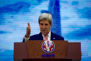 imposing new sanctions on iran could be dangerous, john kerry says
