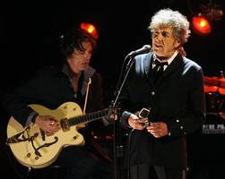 bob dylan ponders literary links in 'extraordinary' nobel speech