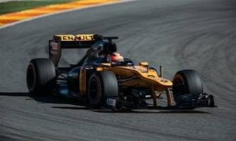 robert kubica gets back in an f1 car, drives 115 laps like a boss