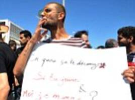 tunisians protest for right not to fast during ramadan