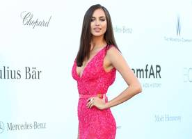 irina shayk shows off toned figure during rare outing with daughter lea