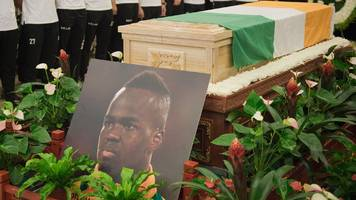 cheick tiote: papiss cisse leads tributes at memorial in china