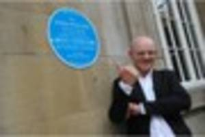 woody woodmansey unveils david bowie's spiders from mars plaque...
