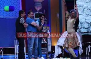 Watch Super Night With Tubelight: Salman Khan Can't Stop Laughing At Sunil Grover