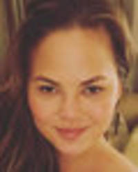 Chrissy Teigen flashes intimate creases in 100% naked snap