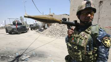 mosul battle: fierce fighting as iraqi troops push into old city