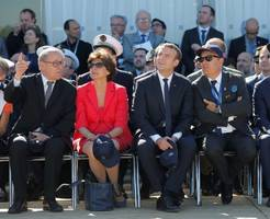french president macron visits paris air show with us delegates