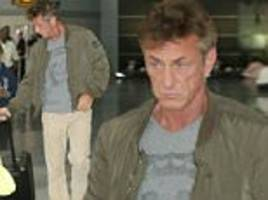 Sean Penn exits New York airport with no security