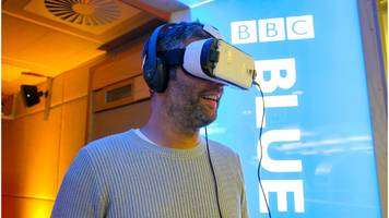 vr headset viewers 'barely turn their heads'