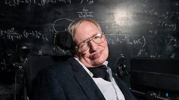 hawking urges moon landing by 2020 to 'elevate humanity'