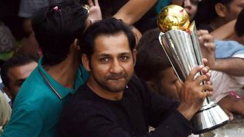 Sarfraz Ahmed: Pakistan captain mobbed at home by jubilant fans