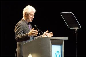 Bill Clinton urges globalism in age of Trump