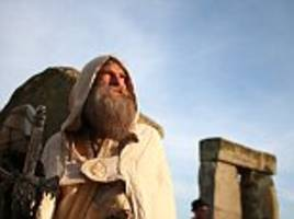 Druids gather at Stonehenge as UK faces hottest June day