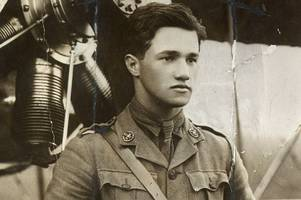 find out which wartime flying hero awarded the victoria cross went to school in lincolnshire