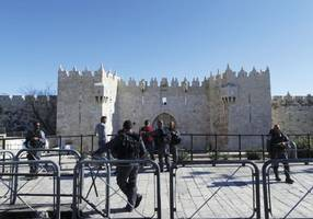 israel steps up damascus gate security following jerusalem attack