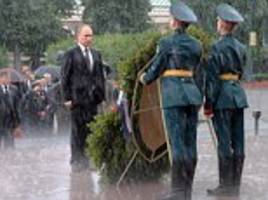 putin gets drenched honouring russia's war dead