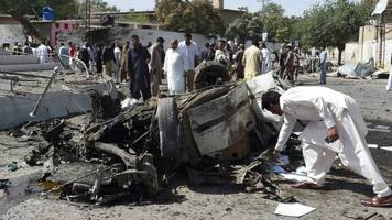 pakistan bombings kill several in quetta and parachinar