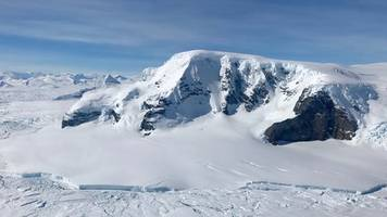 Melting and cracking – is Antarctica falling apart?