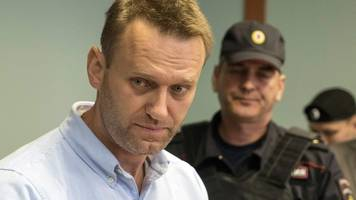Alexei Navalny barred from Russia presidential poll
