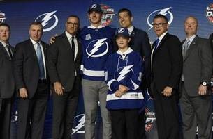 lightning go defense by taking cal foote with the 14th pick in the 2017 nhl draft