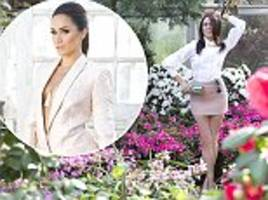 meghan markle sets pulses racing going braless in blazer