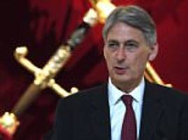 Philip Hammond lined up to take over from Theresa May