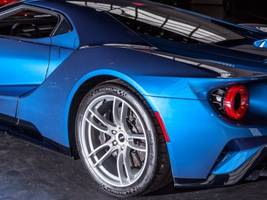 check out all the coolest features on the $400,000 ford gt supercar (f)