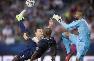 Opara's bicycle kick highlights Sporting KC's 2-1 win over Galaxy