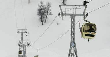 6 killed after tree falls on cable car at gulmarg
