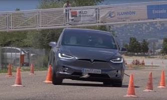 Tesla Model X and 'Moose Test' Don't Make Such a Great Combination