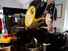 pint-pulling robot can pour you the perfect beer