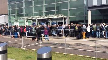 Long queues follow Edinburgh Airport power cut