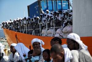 italy threatens eu with closing ports to boats with migrants