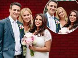 amy schumer photobombs couple's wedding pictures in london