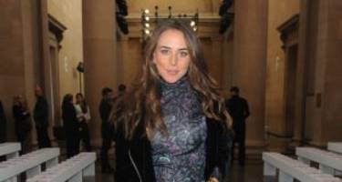 chloe green in trouble for dating hot felon one news. Black Bedroom Furniture Sets. Home Design Ideas