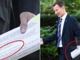 jeremy hunt gaffes by exposing nhs notes in downing street