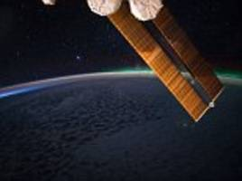 nasa astronaut captures aurora picture from space