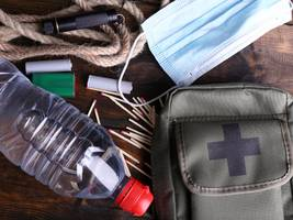 if a nuclear bomb explodes, these are the emergency supplies you should have prepared or grab on the run