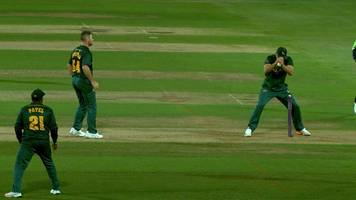incredible missed run-out gives bears last-ball win in t20 blast