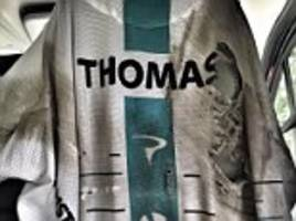 geraint thomas shows off ripped and bloodied jersey