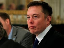 elon musk showed up to a beach party with leonardo dicaprio and orlando bloom wearing a suit